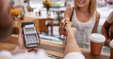 Bargeldbehebung und Bezahlung mit Kreditkarte