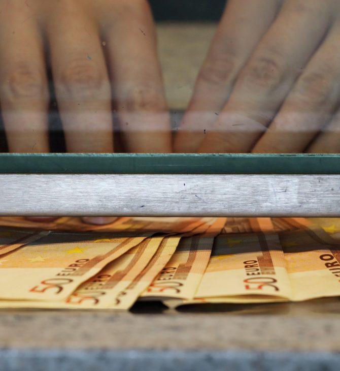 """Proč musí zákazníci podepisovat """"účtenky"""" ve směnárnách?"""