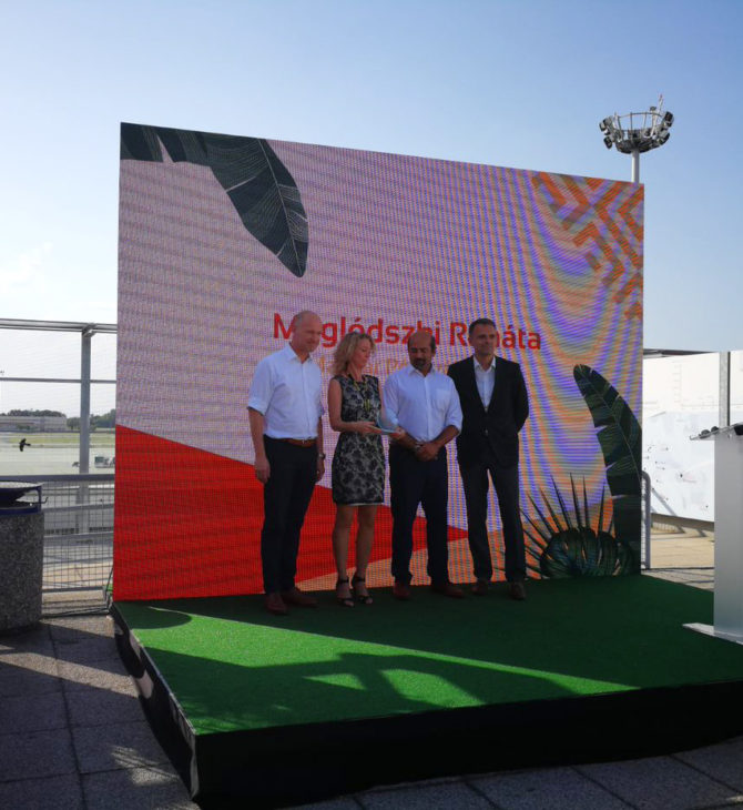 """Az Interchange magyarországi pénztárosa, Maglódszki Renáta nyerte 2019-ben a Budapest Airport """"Év Értékesítője"""" díjat"""