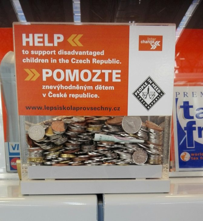 Interchange raises more than CZK 80,000 for the 'People in Need' through its public collection boxes at Václav Havel Airport Prague